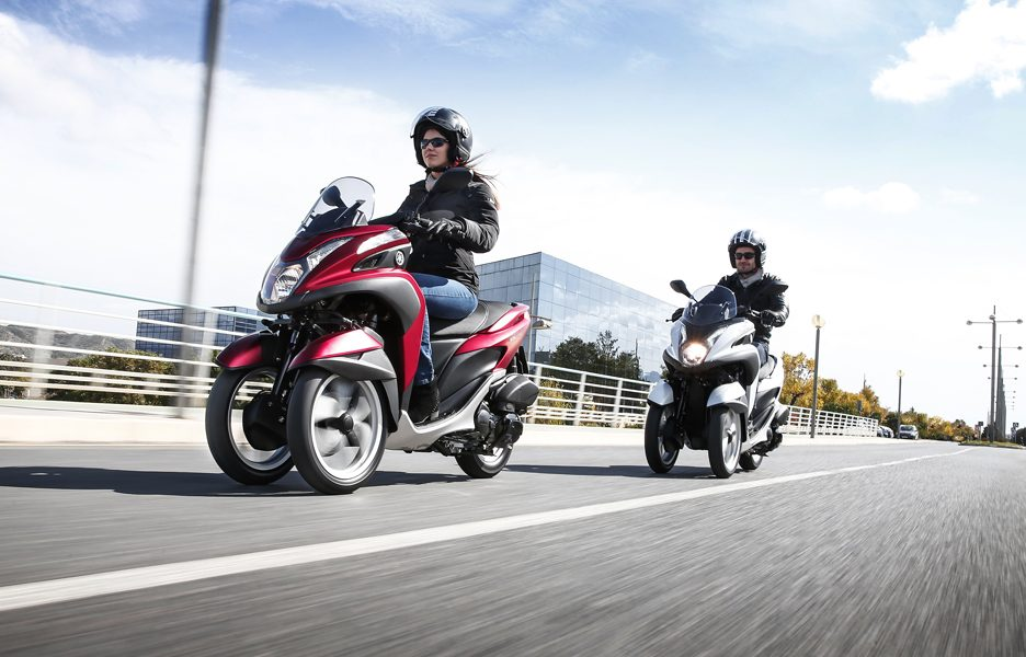 yamaha-tricity-my-2015-action-1