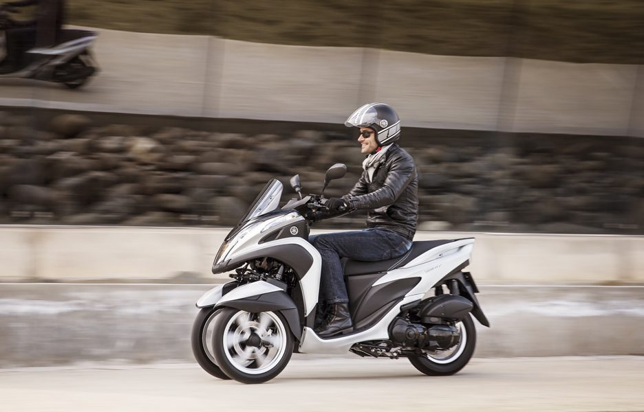 yamaha-tricity-my-2015-action-4