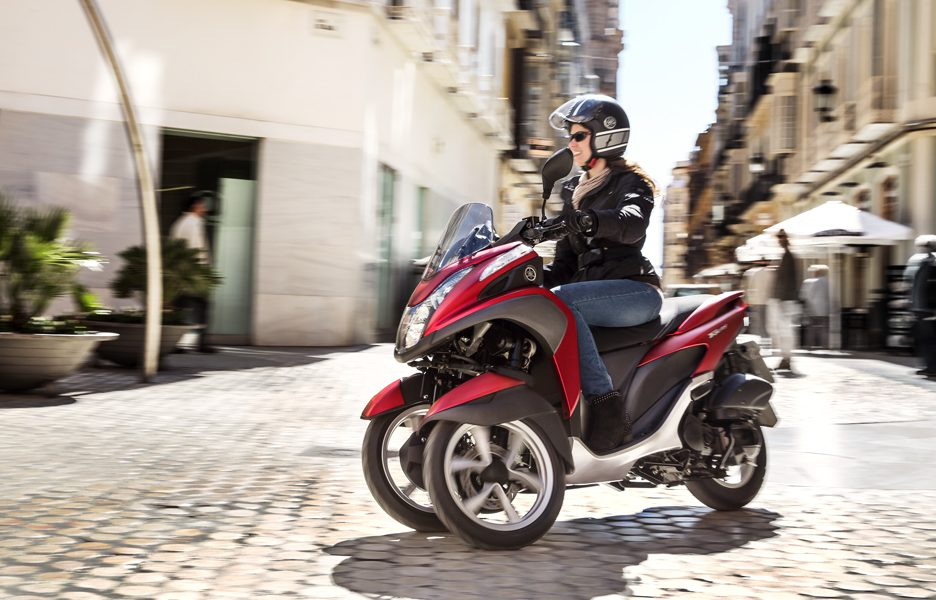 yamaha-tricity-my-2015-action-5