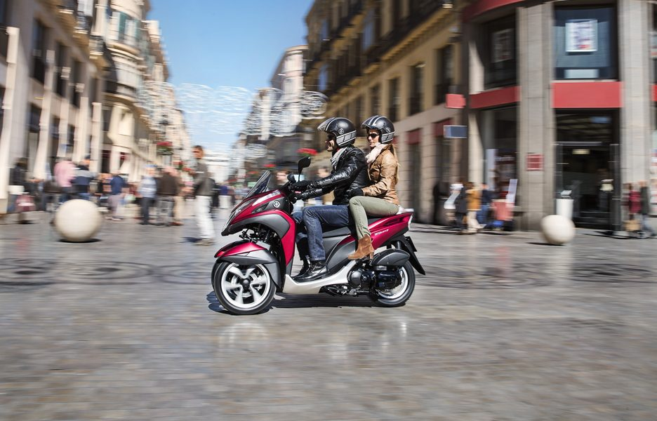 yamaha-tricity-my-2015-action-6
