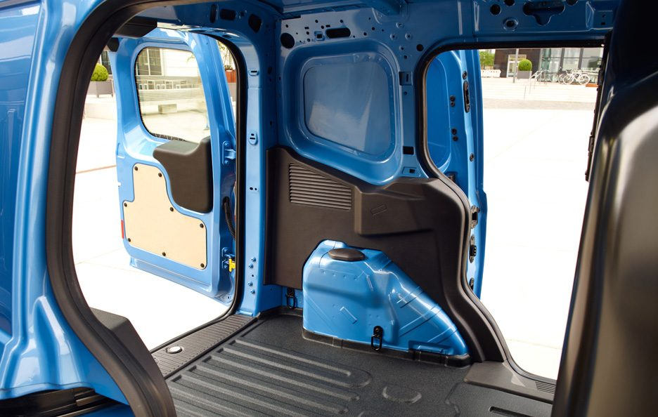Ford Transit Courier vano 2