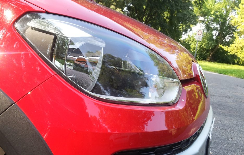 Volkswagen cross up! faro anteriore