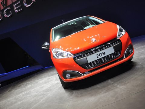 Peugeot 208 restyling frontale 2 - Ginevra 2015