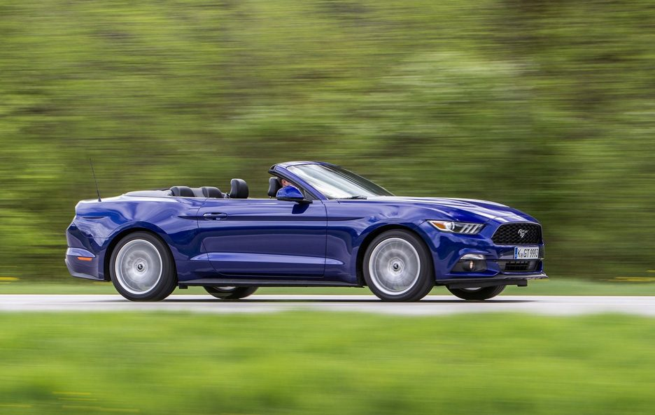 Ford Mustang Convertible profilo