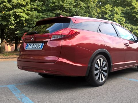 Honda Civic Tourer tre quarti posteriore