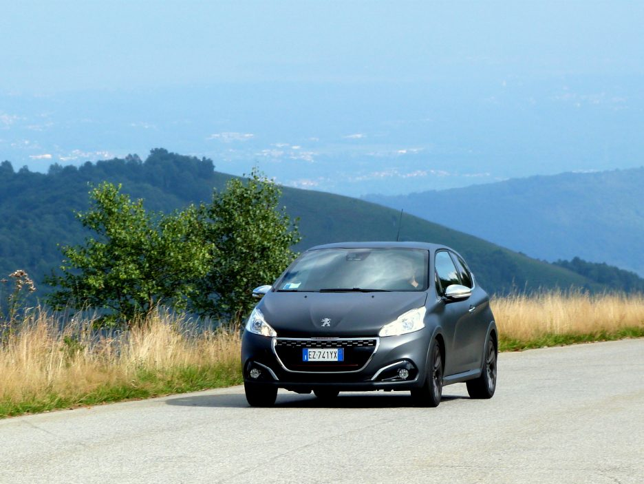 Peugeot 208 GTi  movimento frontale