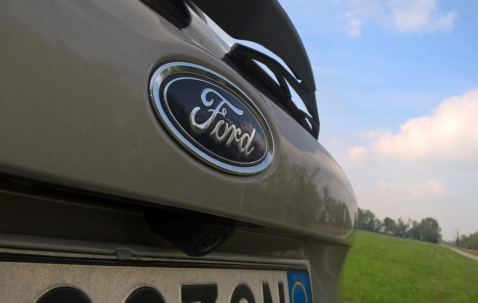 Ford Focus logo Ford