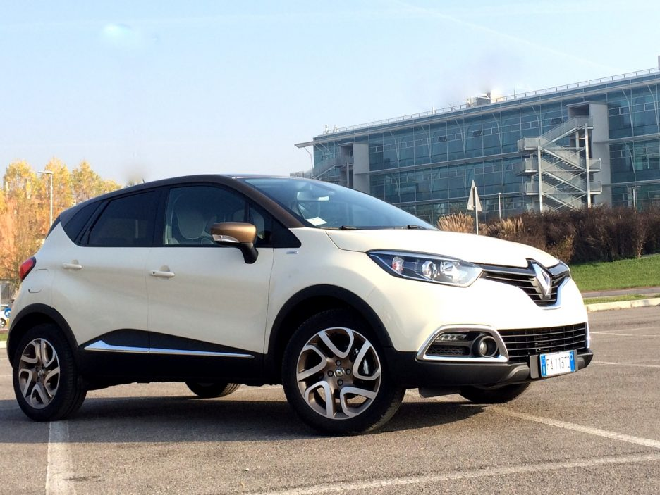 renault captur 1 5 dci 110 cv iconic la urban crossover dinamica e chic prova su strada. Black Bedroom Furniture Sets. Home Design Ideas