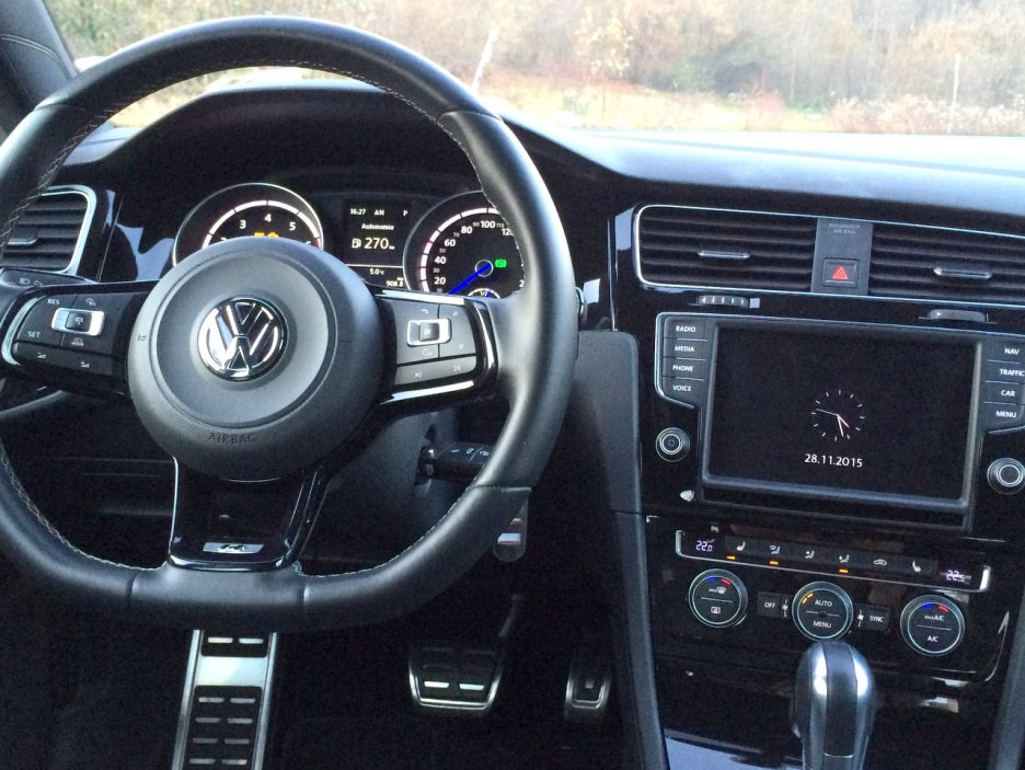 Golf R  interni 1