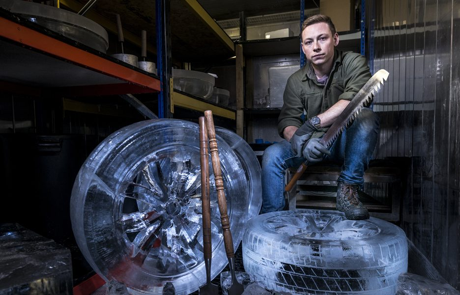 lexus-nx-rides-on-the-worlds-coolest-wheels-crafted-in-solid-ice-lexus-nx-ice-tyres-11