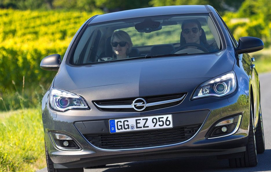 Opel Astra 4p frontale
