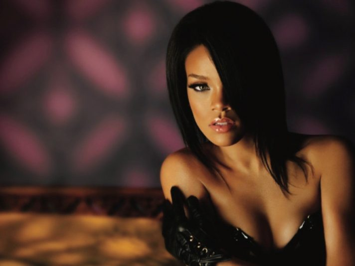 Rihanna_Photo_Good Girl_300CMYK_foto di Robert D'Este_4 (1)