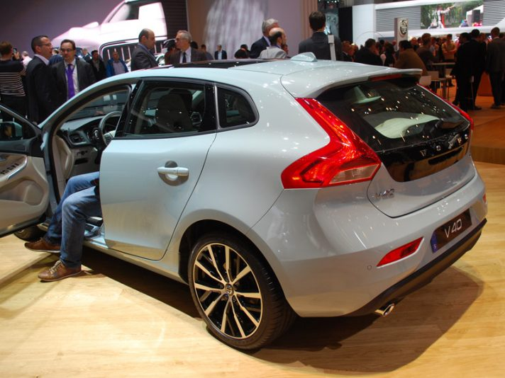 Volvo V40 e V40 Cross Country e XC90 Excellence al Salone di Ginevra 2016