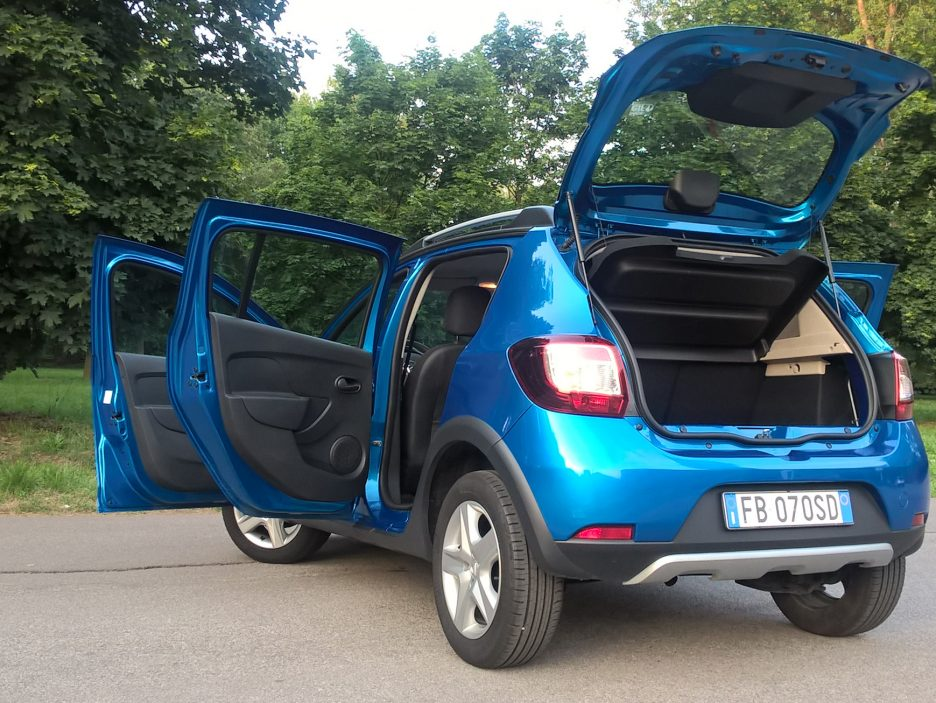 dacia sandero stepway gpl la prova della piccola a gas romena prova su strada panoramauto. Black Bedroom Furniture Sets. Home Design Ideas