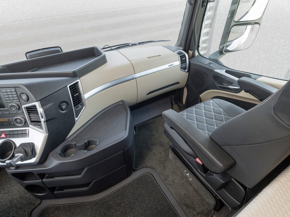 Mercedes Actros 20 Years Special Edition plancia