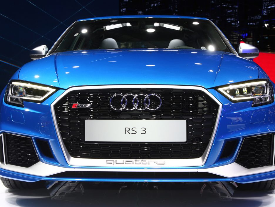 Audi RS3 Sedan frontale 2 - Salone Parigi 2016
