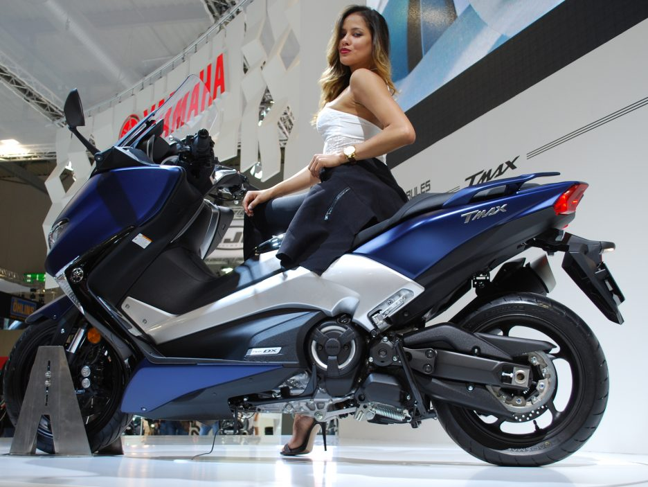 yamaha tmax 2017 a eicma 2016 le foto dallo stand eicma 2016 le foto panoramauto. Black Bedroom Furniture Sets. Home Design Ideas