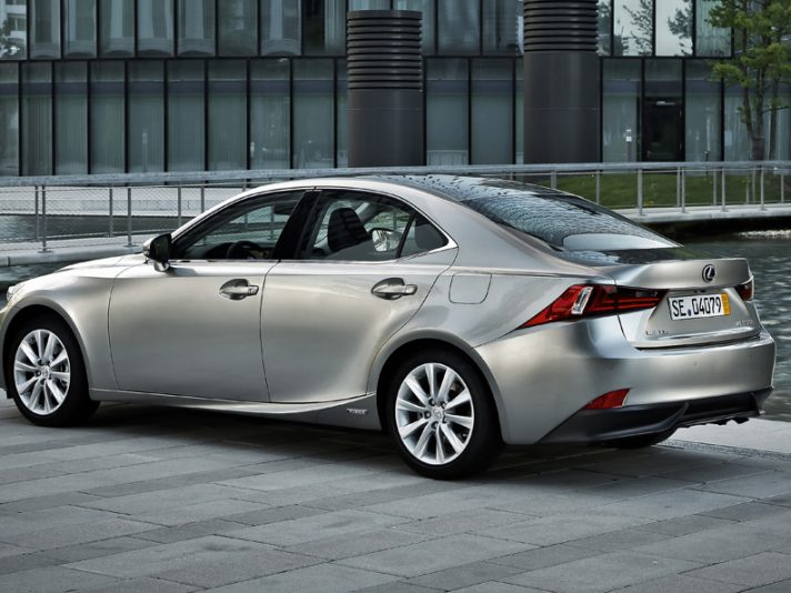 Lexus IS tre quarti posteriore