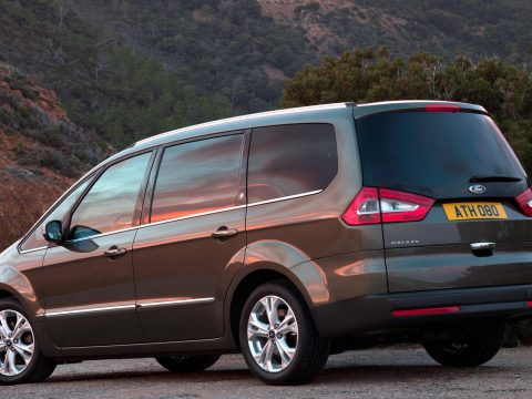 Ford Galaxy tre quarti posteriore