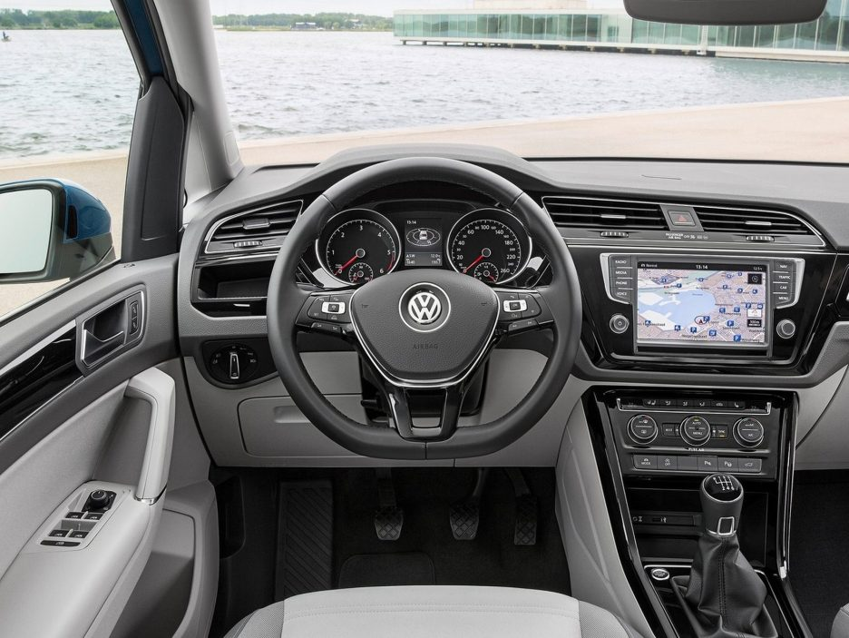 Volkswagen Touran interni