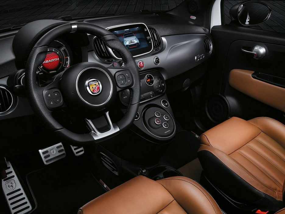 Abarth 595 interni
