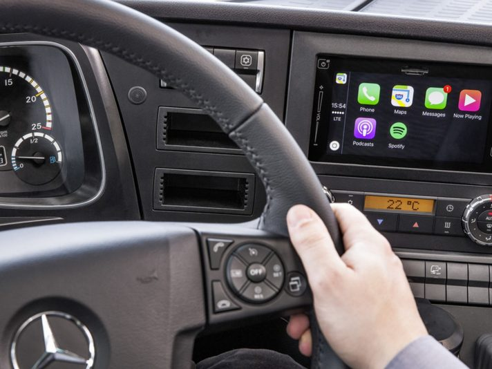 Apple CarPlay e Android MirrorLink sui camion Mercedes