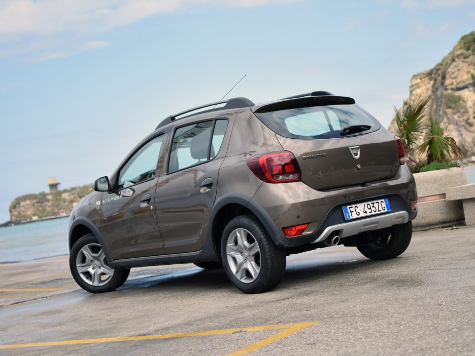 dacia sandero stepway 1 5 dci 90 cv easy r prova su. Black Bedroom Furniture Sets. Home Design Ideas