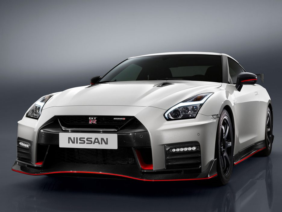 146187_The_2017_Nissan_GT_R_NISMO_takes_everything_about_the_new_GT_R_to_the_next