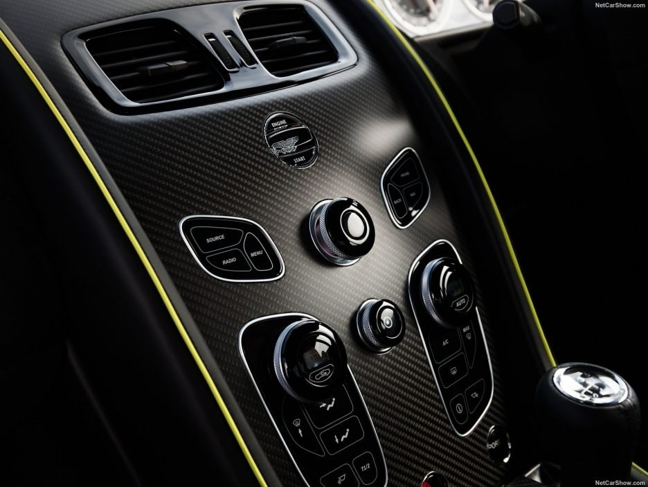 Aston Martin Vantage AMR consolle centrale