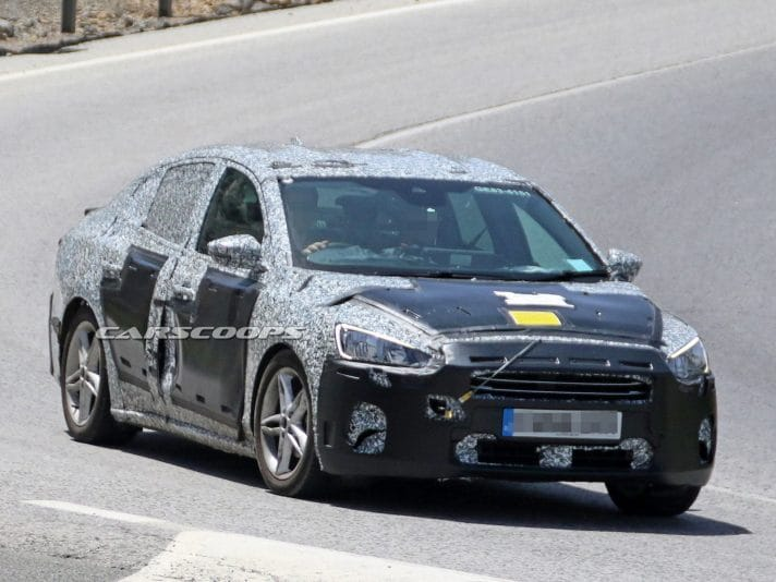 Ford Focus berlina 2019, le foto spia