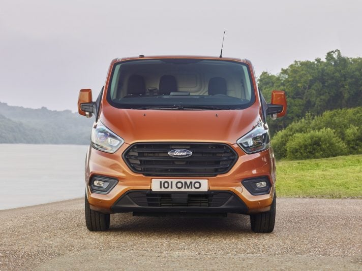 Ford Transit Custom: le foto del restyling