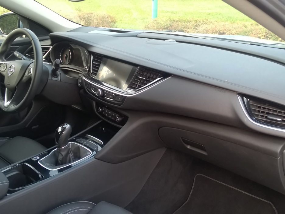 Opel Insignia Grand Sport interni 3