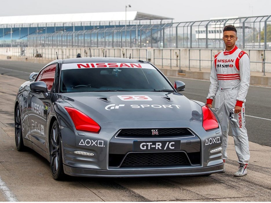 426207340-world-first-playstation-controlled-nissan-gt-r-achieves-130-mph-run-around