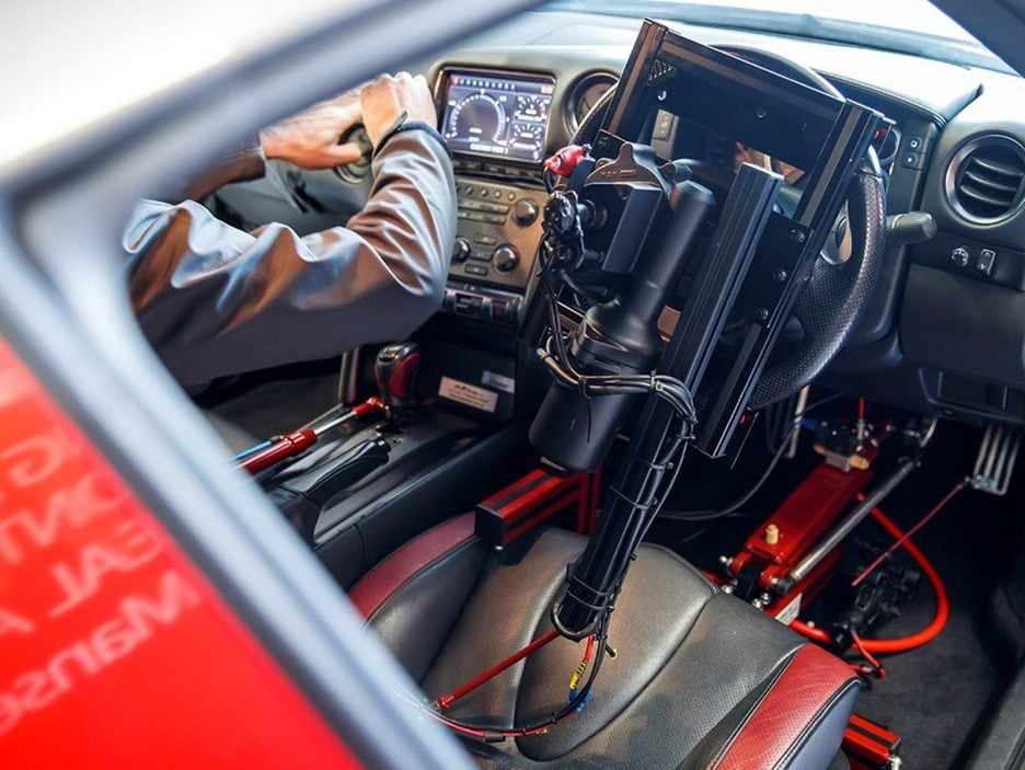 426207352-world-first-playstation-controlled-nissan-gt-r-achieves-130-mph-run-around