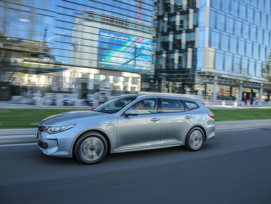 Kia Optima Sportswagon PHEV 2