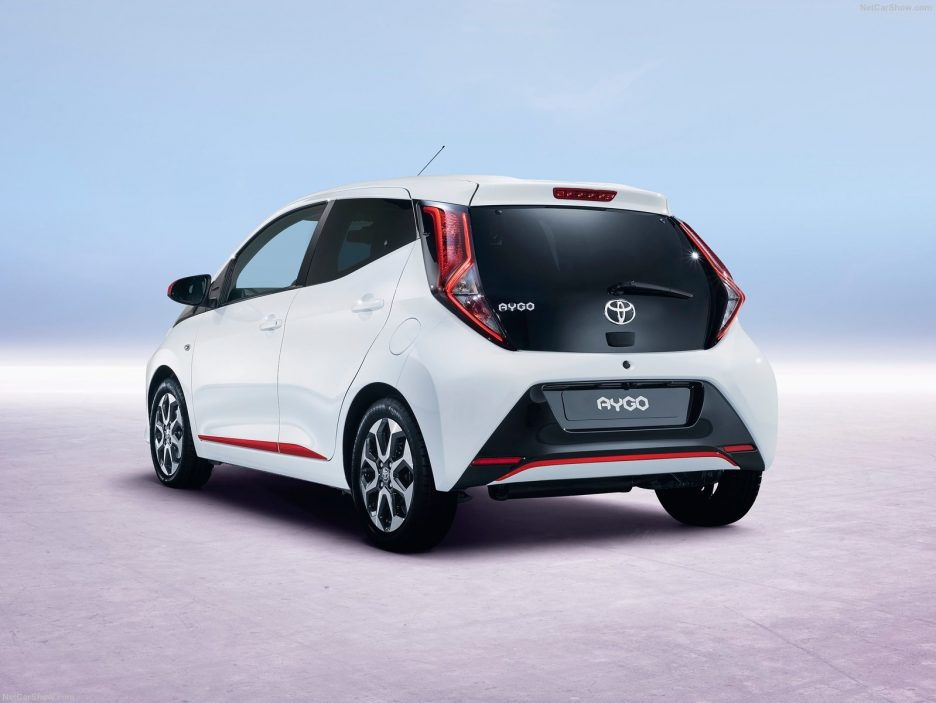 toyota aygo 2018 il restyling a ginevra salone di ginevra 2018 panoramauto. Black Bedroom Furniture Sets. Home Design Ideas
