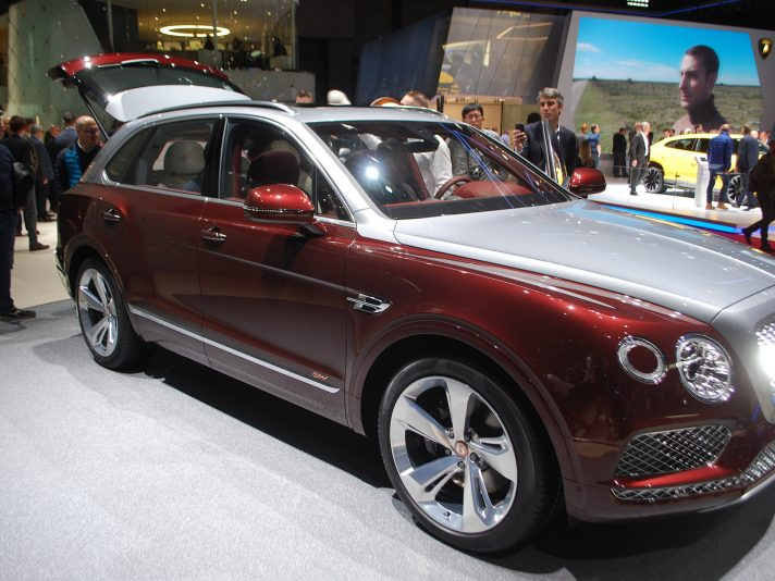 Bentley 2018 a Ginevra: la Bentayga ibrida
