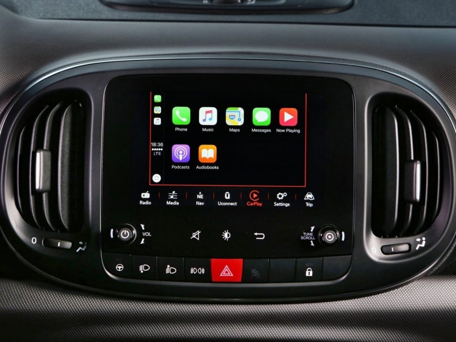 Fiat 500L Apple CarPlay