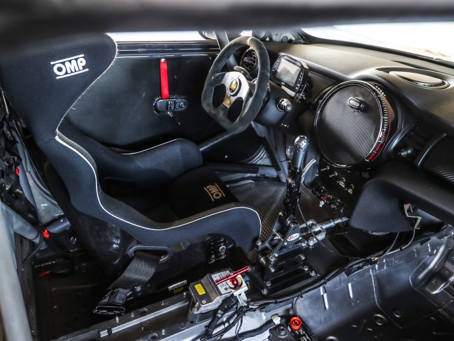 Mini John Cooper Works Challenge Pro interni