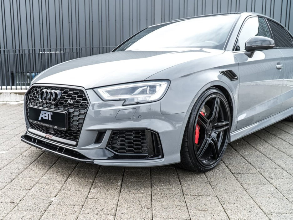 02_abt_audi_rs3_sedan_front_diagonal_close