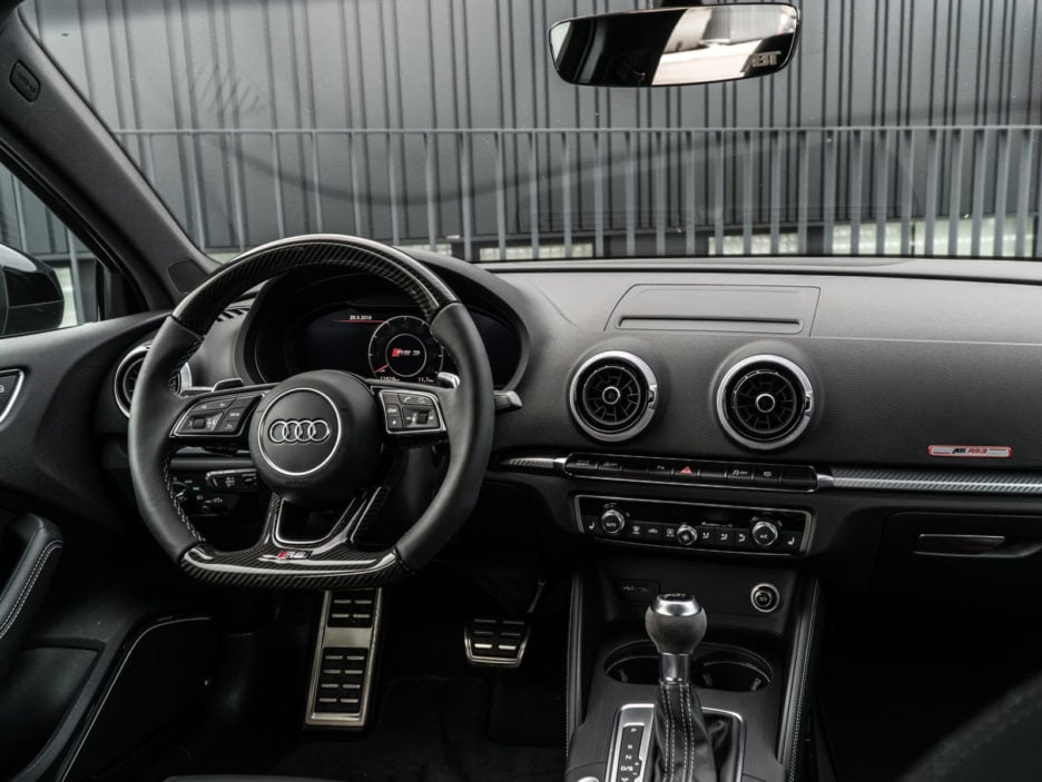06_abt_audi_rs3_sedan_cockpit