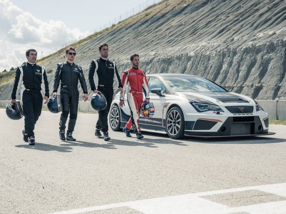 Dovizioso-and-Lorenzo-at-the-wheel-of-the-CUPRA-TCR_002_HQ