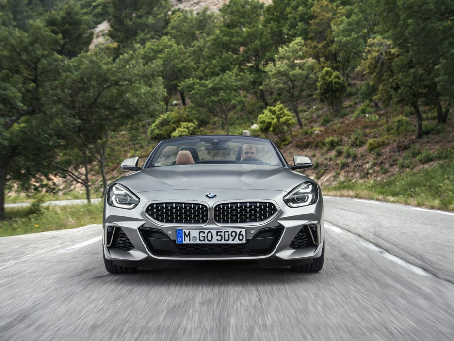 P90318598_highRes_the-new-bmw-z4-roads