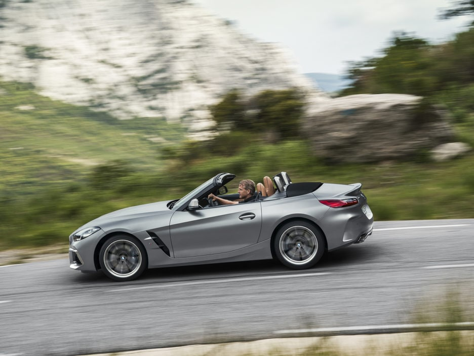 P90318612_highRes_the-new-bmw-z4-roads