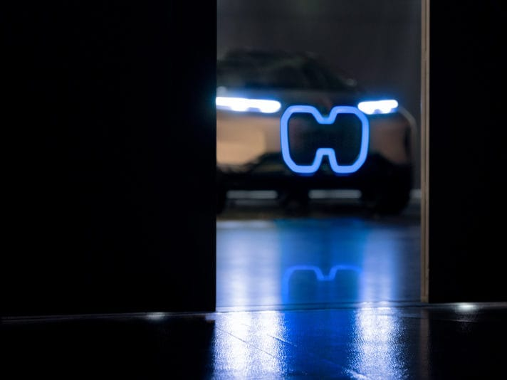 BMW Vision iNext, il teaser (VIDEO)