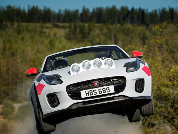 La Jaguar F-Type si veste da Rally