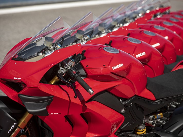 02_DUCATI_PANIGALE_V4S_UC143423_High